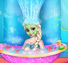Tắm cho Elsa